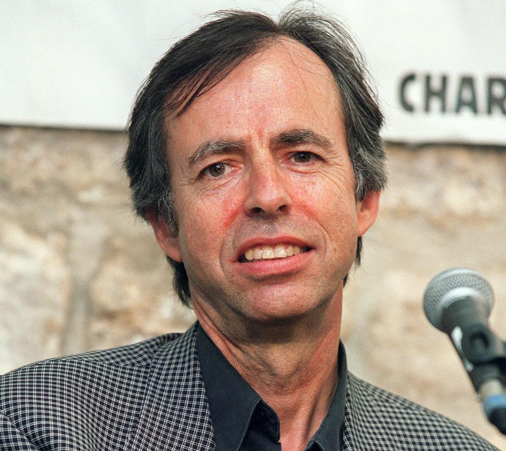 Lo scrittore ed economista francese Bernard Maris, nel 2002. Maris è stato ucciso durante l'attentato nella redazione del settimanale satirico Charlie Hebdo, a Parigi.  - Pierre-Franck Colombier, Afp
