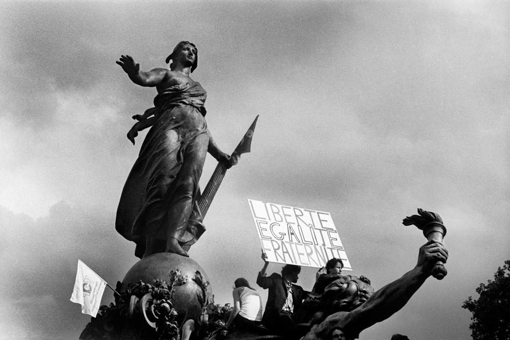 Una manifestazione a Parigi, 2011. - (Mario Dondero)