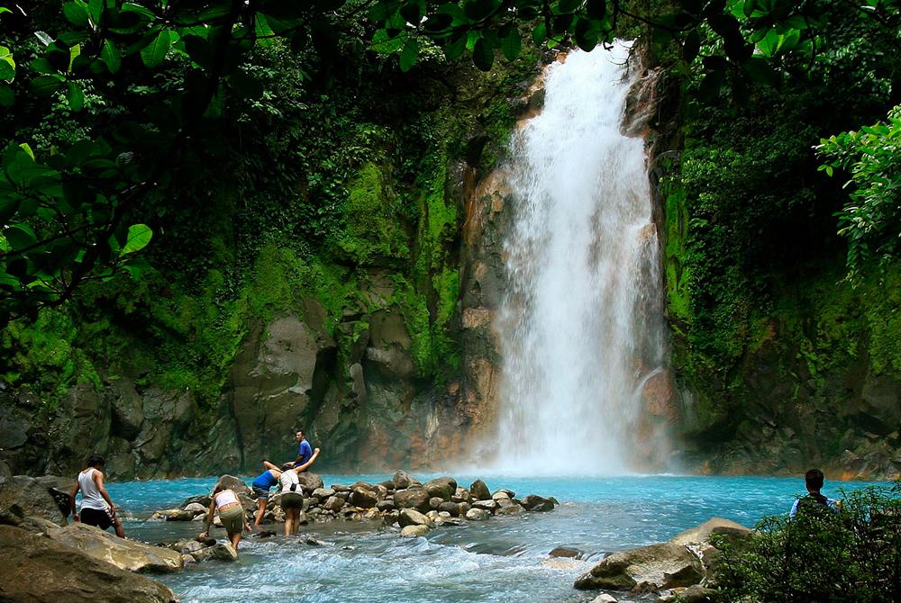 La cascata del rio Celeste nel parco nazionale del vulcano Tenorio, nella Costa Rica. - Juan Carlos Ulate, Reuters/Contrasto
