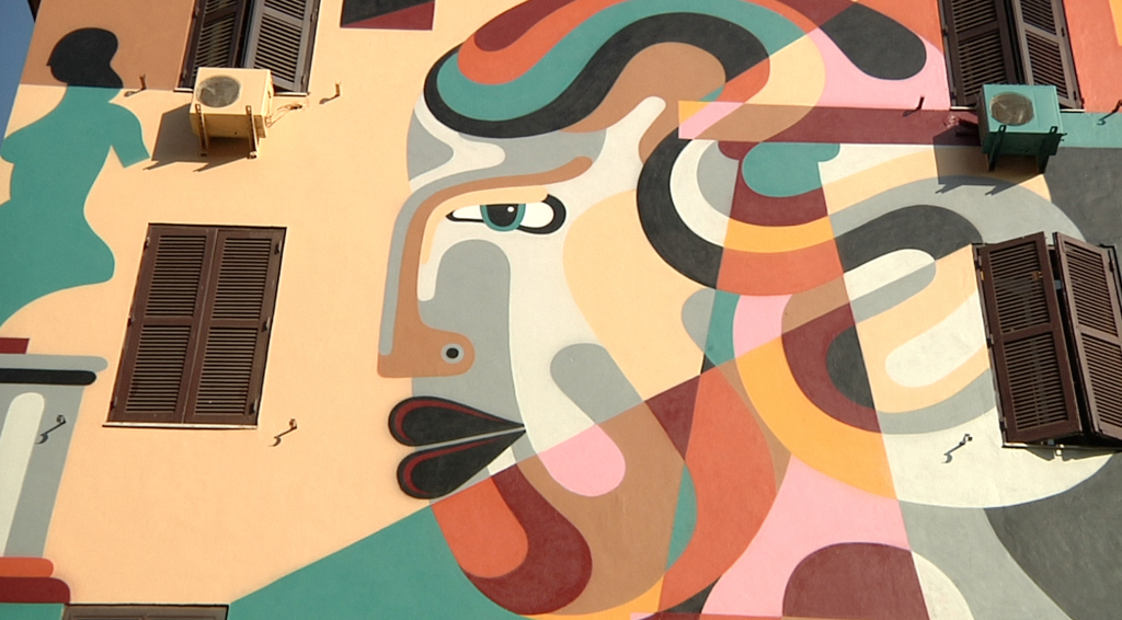 Uno dei murales a Tor Marancia, Natura morta di Reka. -