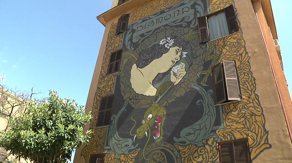 Il murale Hic sunt adamantes dell'artista Diamond. -
