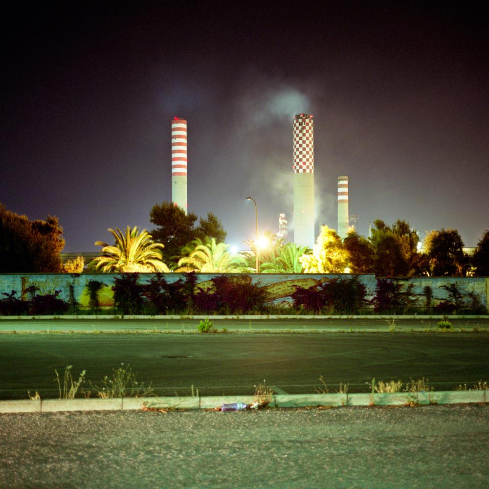 Il polo petrolchimico di Gela, 2008. - Simone Donati, TerraProject/Contrasto