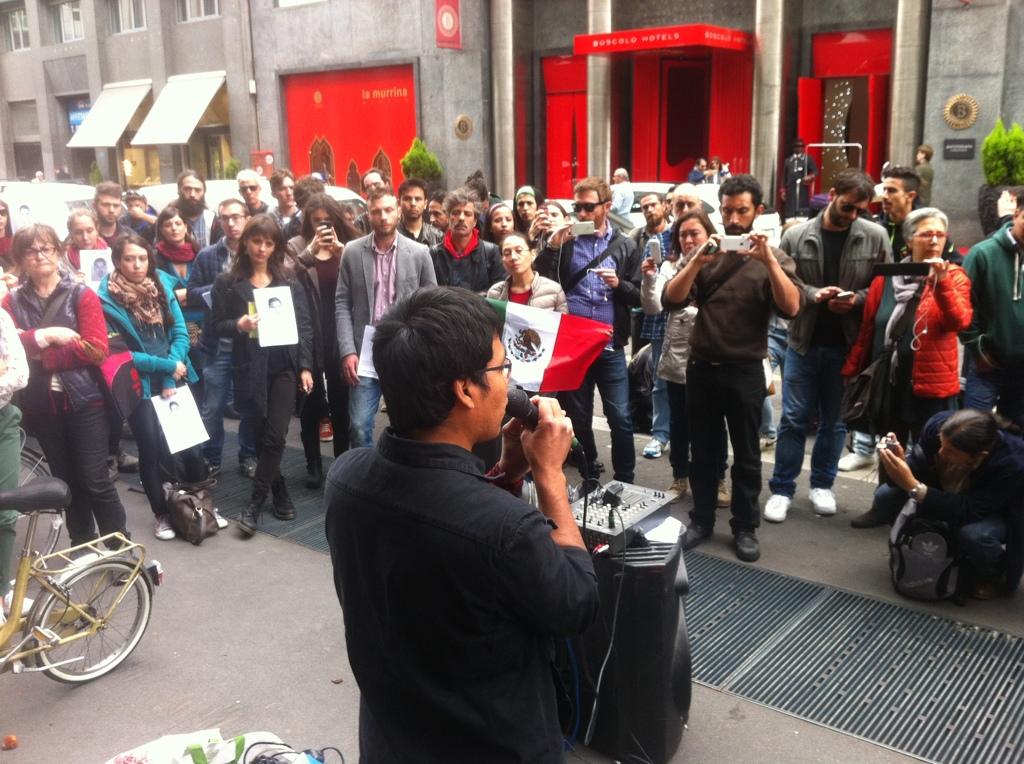 Uno degli studenti di Ayotzinapa a Milano il 28 aprile. - Michele Dovner