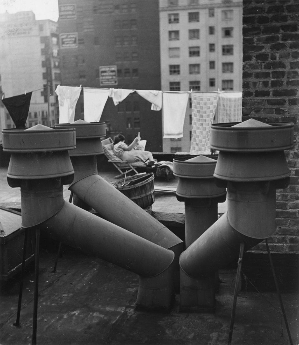 New York, 1943. - (André Kertész)