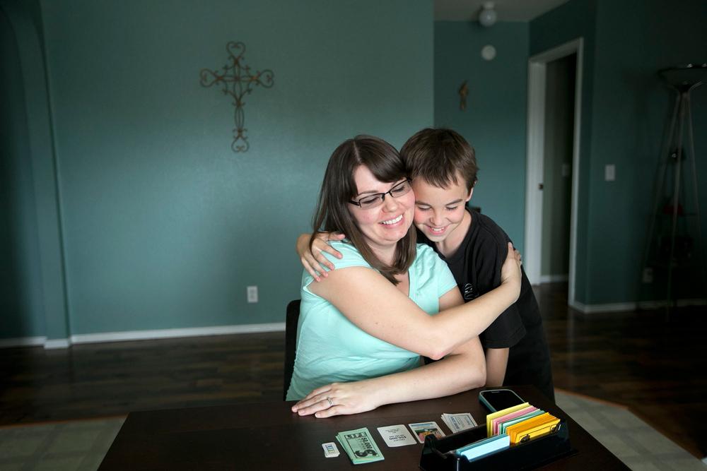 Nicole Benham, una madre surrogata statunitense nella sua casa a Hutto, in Texas, il 24 maggio 2014. - Deborah Cannon, Ap/Ansa