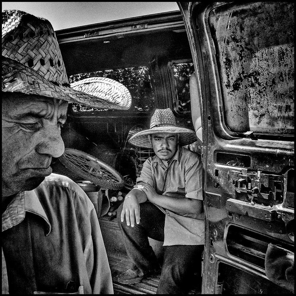 Rivenditori di oggetti usati a Tulare, in California, 2014. La popolazione è di 59.278 abitanti e il 21,4 per cento vive sotto la soglia di povertà. - (Matt Black, Magnum/Contrasto)