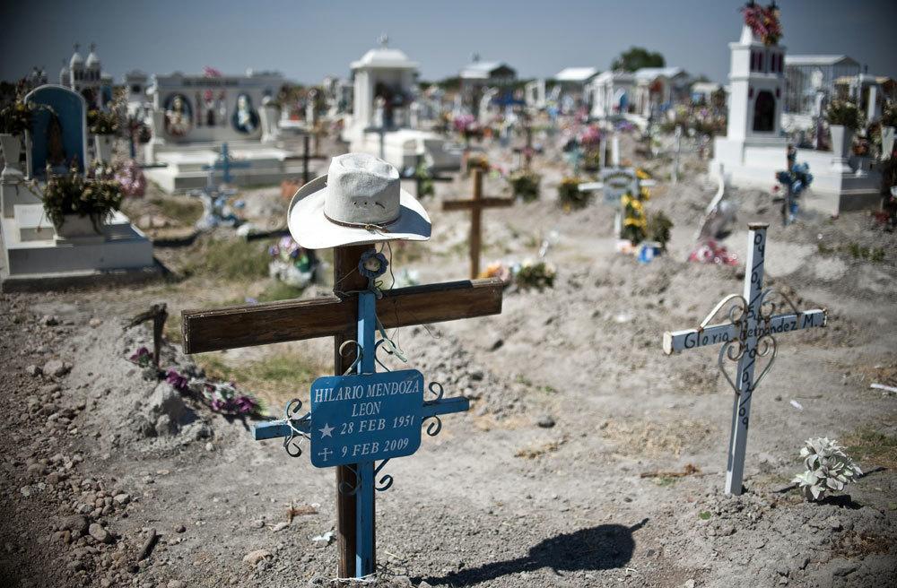 Il cimitero di Durango, il 16 maggio 2011, dove vengono sepolti i corpi ritrovati nelle fosse comuni. - Ronaldo Schemidt, Afp