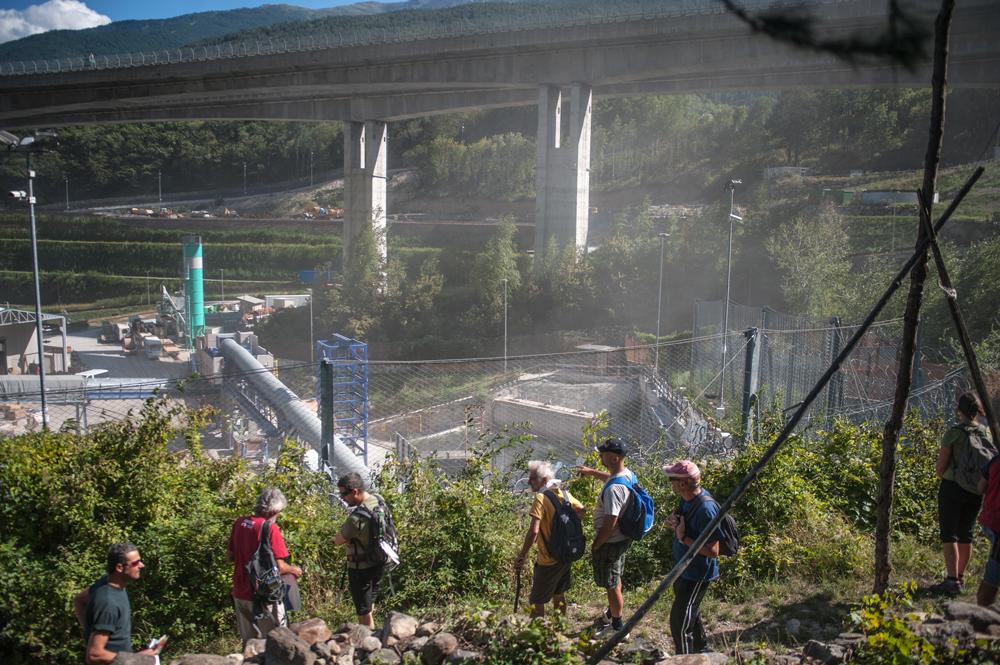 Gli attivisti controllano il cantiere di val Clarea, 5 settembre 2015. - Michele Lapini