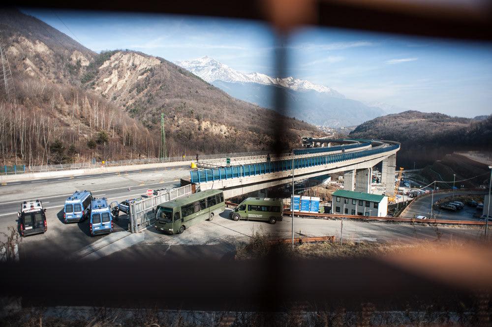 Il cambio della guardia al cantiere-fortilizio, il 27 gennaio 2016. - Michele Lapini