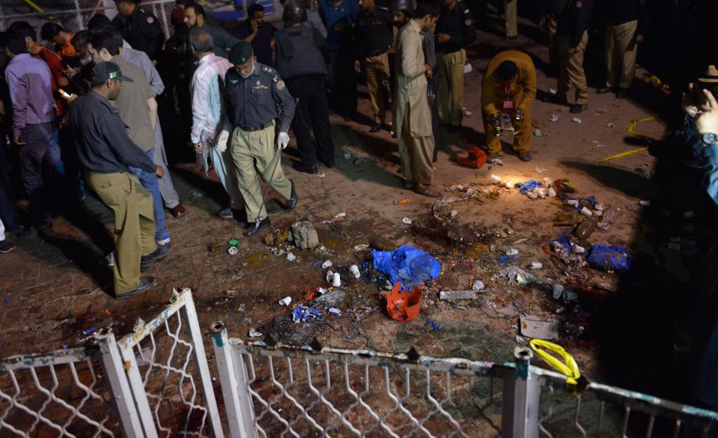 Sul luogo dell'attentato a Lahore, il 27 marzo 2016. - Arif Ali, Afp