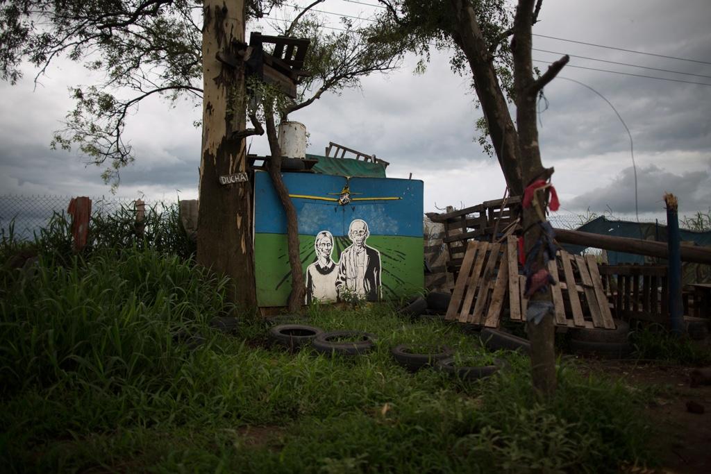 Un campo costruito dai manifestanti che protestano contro l'azienda Monsanto a Córdoba, in Argentina, il 13 febbraio 2016. - Toby Binder, Anzenberger/Contrasto