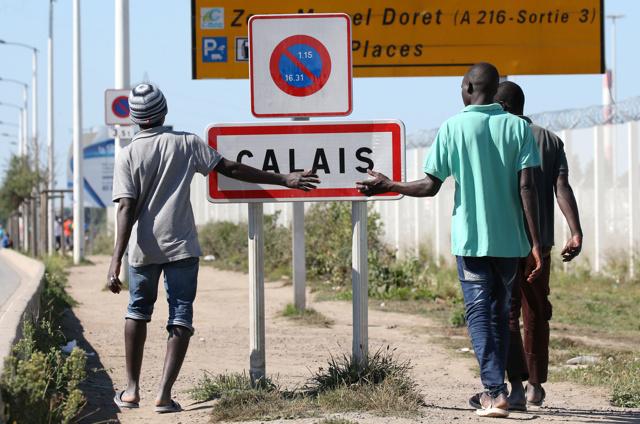 Il Regno Unito costruirà un muroa Calais