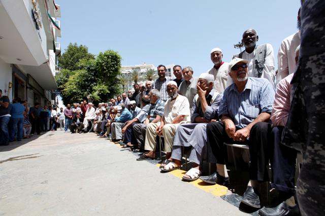 I cittadini di Tripoli non hanno tempo di pensare alla politica