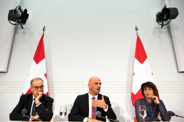 La Svizzera accetta una maggiore sorveglianza di telefoni e internet