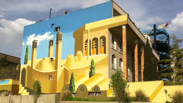 I murales di Teheran non guardano al passato