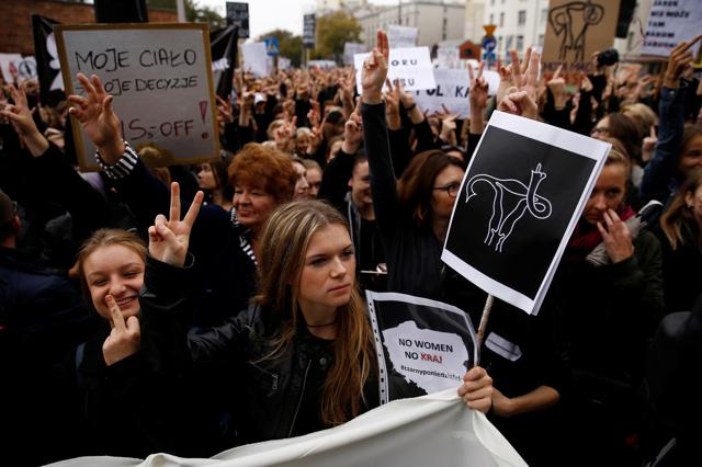 Le proteste in Polonia mostrano che la lotta per l'aborto non è finita
