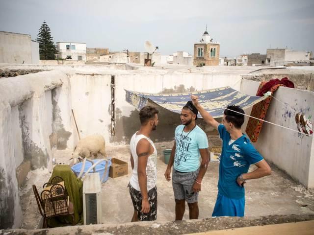 I giovani di Tunisi cercano un'alternativa all'emigrazione