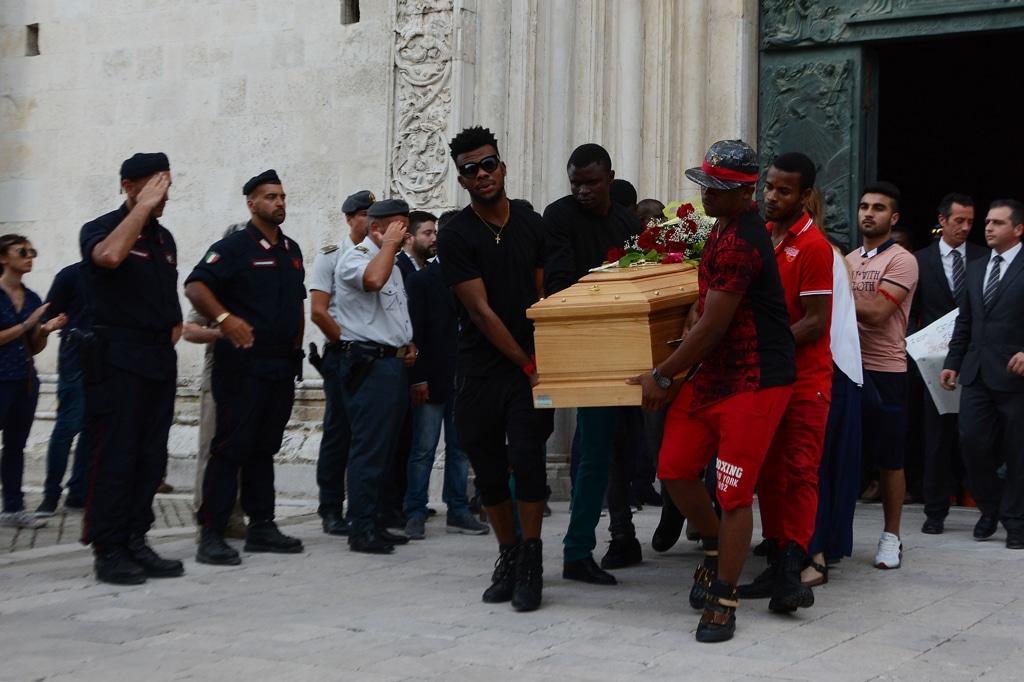 Il funerale di Emmanuel Chidi Nnamdi a Fermo, il 10 luglio 2016. - Roberto Settonce, Lapresse