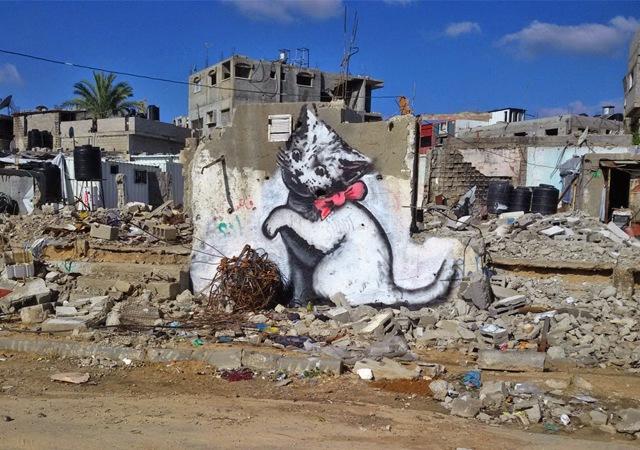 Banksy a Gaza, il video dei nuovi graffiti