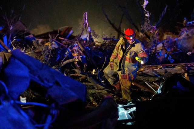 Usa, le foto del tornado nell'Illinois