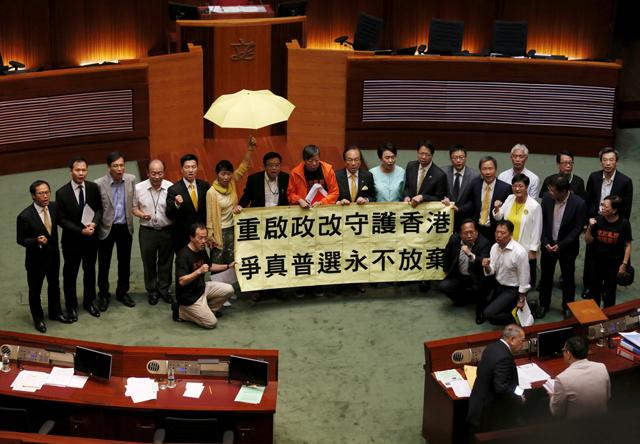 Il parlamento di Hong Kong ha respinto la riforma elettorale voluta da Pechino