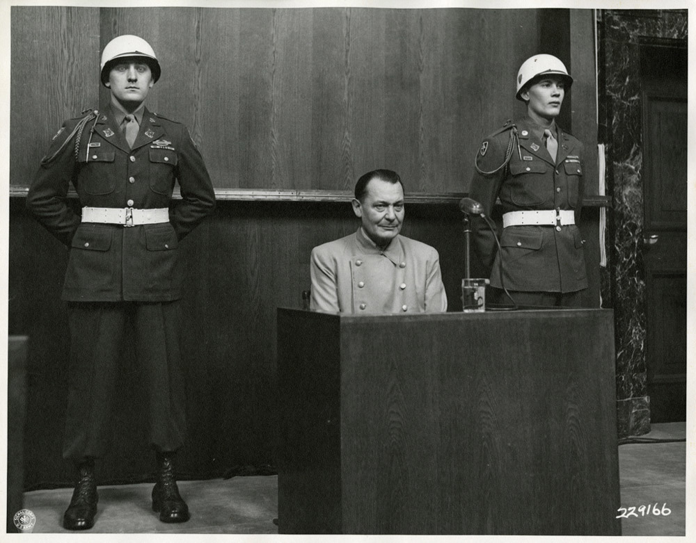 Hermann Goering in tribunale, l'8 marzo 1946.  - Harvard law school library