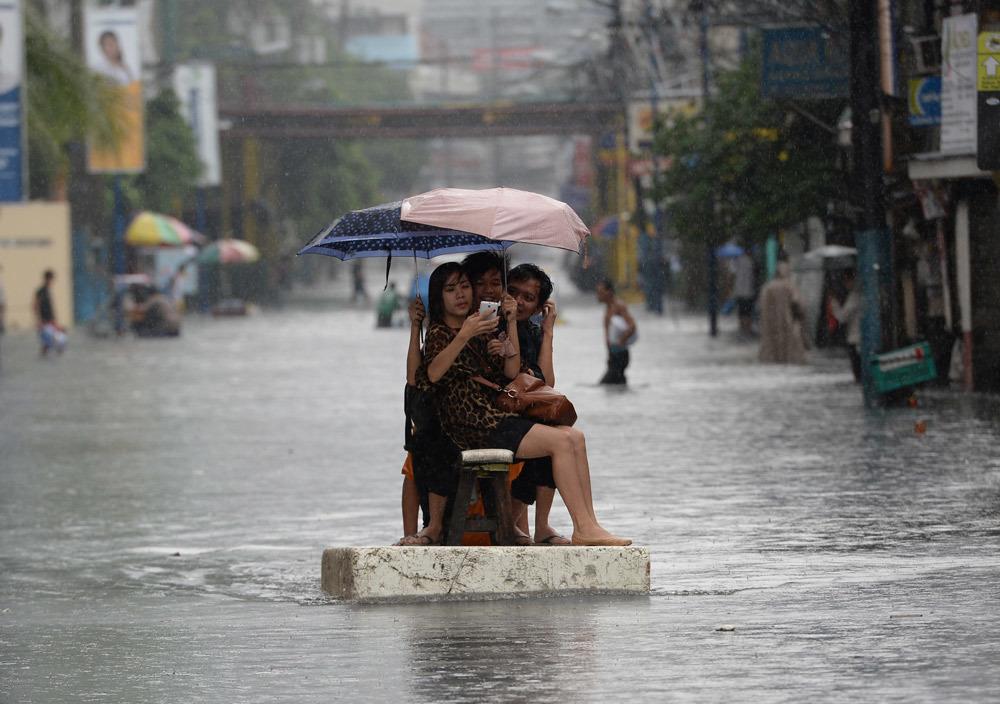 Scatto sotto la pioggia internazionale for Sotto la pioggia ombrelli