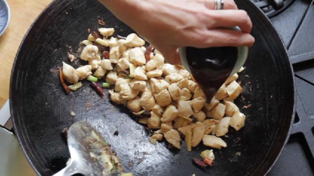 Come cucinare il pollo Gong Bao