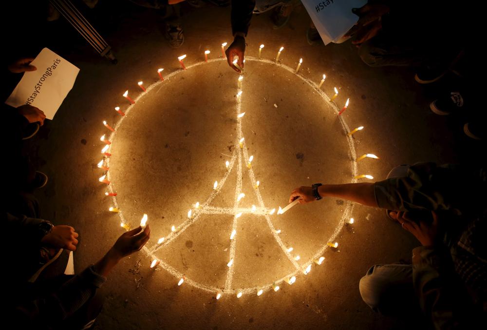 Come difendersi dalle notizie false sugli attentati di Parigi