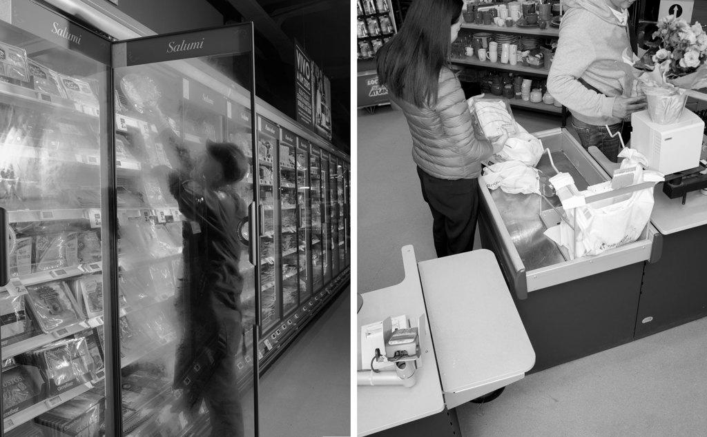 Nel supermercato Carrefour di piazzale Morelli, nel maggio del 2016. - Alessandro Imbriaco per Internazionale