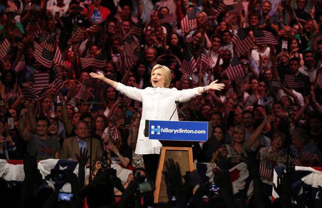ecd8d97fa9a2 Hillary Clinton festeggia la vittoria alle primarie del Partito democratico  a Brooklyn