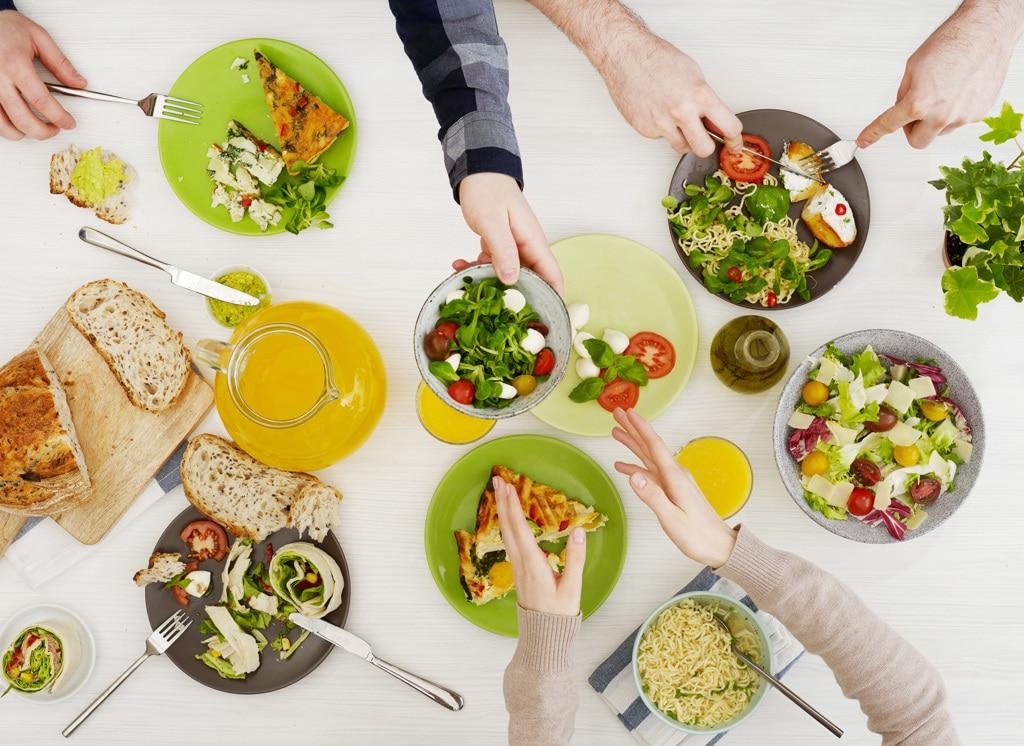 Il cibo ci ossessiona ma solo i ricchi mangiano in modo sano