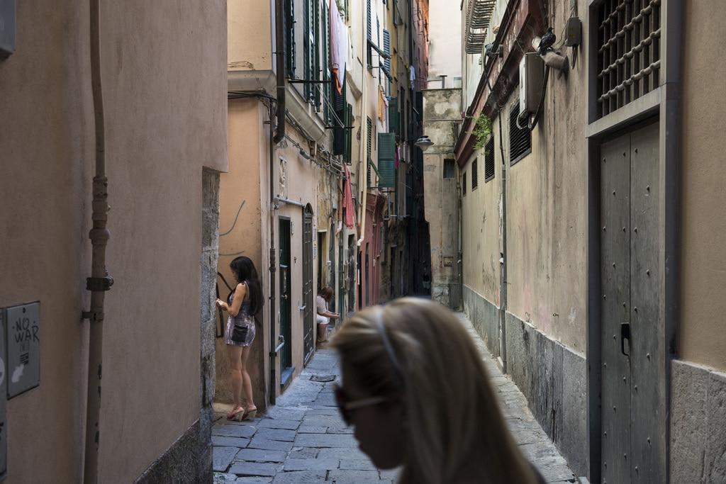 Il governo italiano taglia l'assistenza alle prostitute vittime di tratta - Annalisa Camilli ...