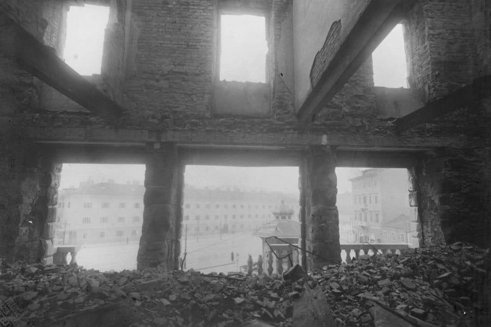 Il Narodni dom, la casa del popolo di Trieste dopo l'incendio del 13 luglio 1920. - Per gentile concessione della Oze Nšk