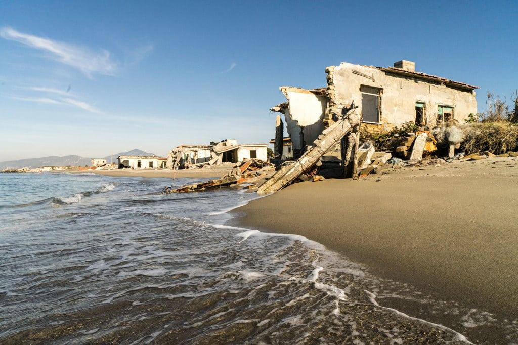 A castel volturno si vive come sopra a una polveriera for Disegni della casa sulla spiaggia