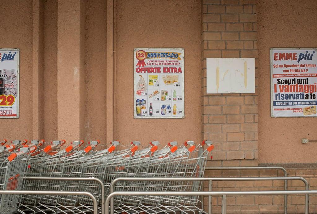 Zona commerciale di Avezzano, provincia dell'Aquila, febbraio 2017. - Giovanni Cocco per Internazionale