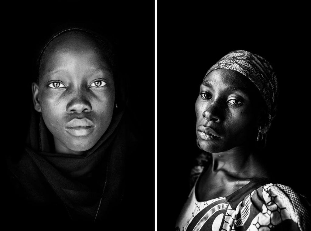 A sinistra: Rabi, 13 anni, a Yola, in Nigeria, il 16 luglio 2015. Durante la prigionia è stata costretta a sposare un miliziano di Boko haram, ma poi è riuscita a scappare insieme alla madre e a quattro fratelli più piccoli. A destra, Laraba Bitrus, 23 anni, a Yola, il 18 gennaio 2016. È stata prigioniera di Boko haram per undici giorni, ma una notte è riuscita a fuggire con altre cinque donne. Attualmente vive nel campo profughi cattolico di St. Theresa. - Andy Spyra