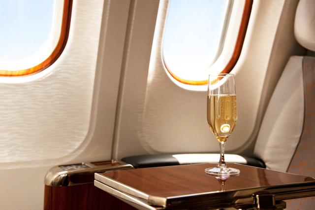 In aereo scegliete il vino rosso e lasciate perdere lo champagne