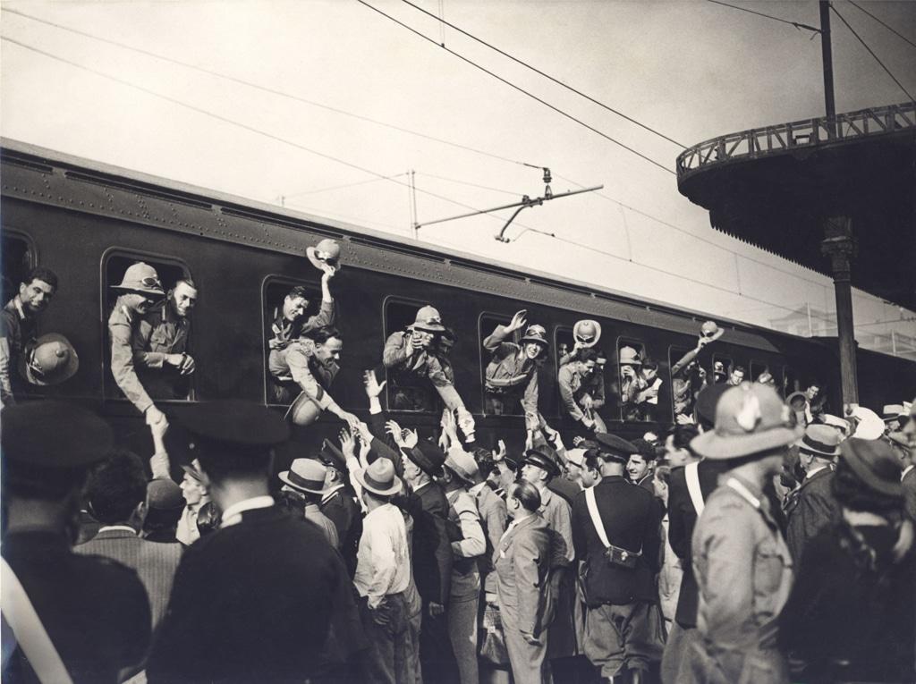 Soldati italiani in partenza per l'Etiopia, 1935. - Archivio Gbb/Contrasto