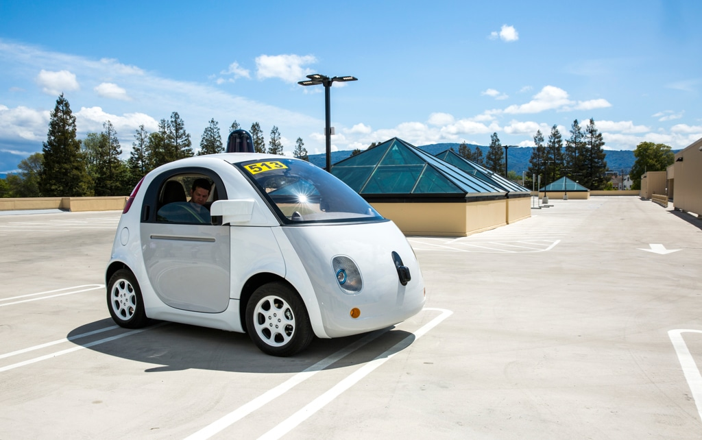 La guerra delle auto tra Tesla, Google e le altre aziende - Adrienne LaFrance