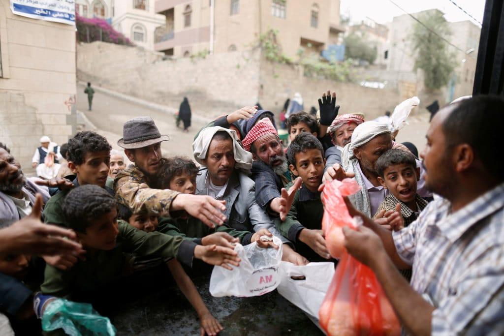 Un centro di distribuzione del cibo a Sanaa, in Yemen, il 21 marzo 2017. - Khaled Abdullah, Reuters/Contrasto