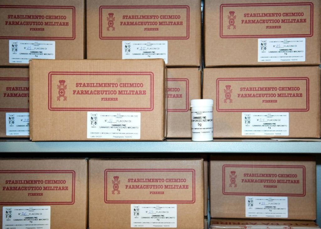 Le scorte di cannabis terapeutica da inviare alle farmacie, stabilimento militare di Firenze, maggio 2017. - Edoardo Delille per Internazionale