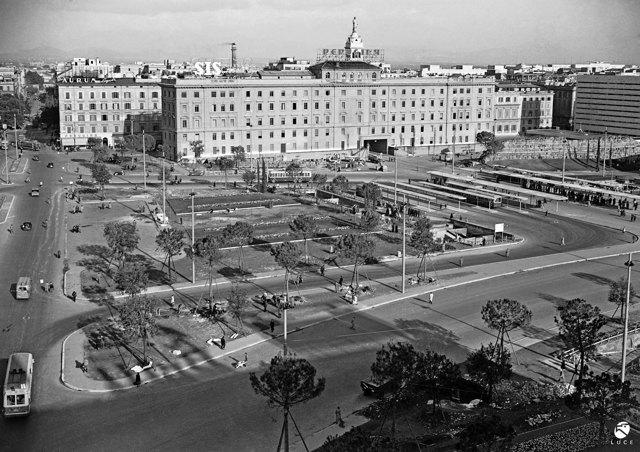 Storie di sgomberi e colonialismo in piazza Indipendenza a Roma