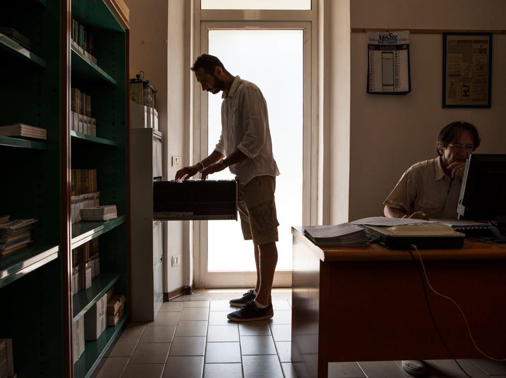 Lorenzo Sciacca nella redazione del giornale Ristretti Orizzonti, agosto 2017. - Matteo de Mayda per Internazionale