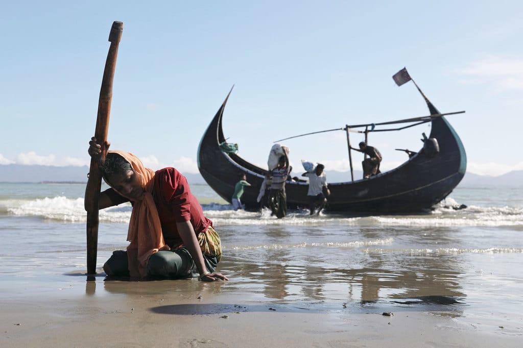 Bangladesh, naufraga imbarcazione con profughi: vittime e dispersi