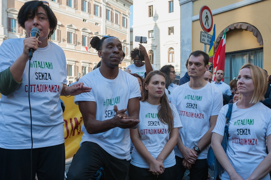 Gli italiani senza cittadinanza danno una lezione ai for Tutti i politici italiani