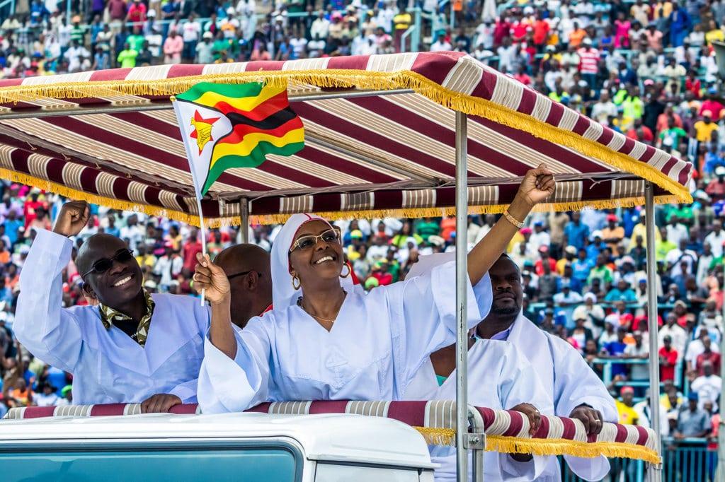 Crisi in Zimbabwe, colonna di carri armati schierata ad Harare