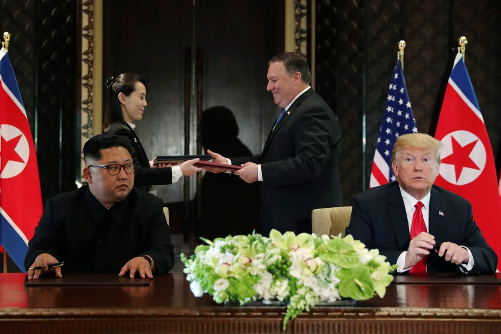 Summit Trump-Kim, la storica stretta di mano tra i due leader