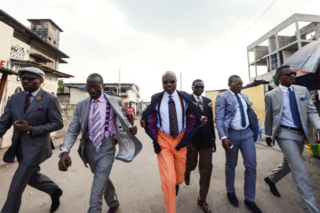 dc4542fcb99a In Congo l eleganza è un arte per interpretare il mondo - Alain ...