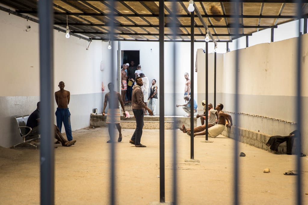 Migranti in un centro di detenzione a Tripoli, in Libia, l'8 giugno 2017. - Florian Gaertner, Photothek via Getty Images
